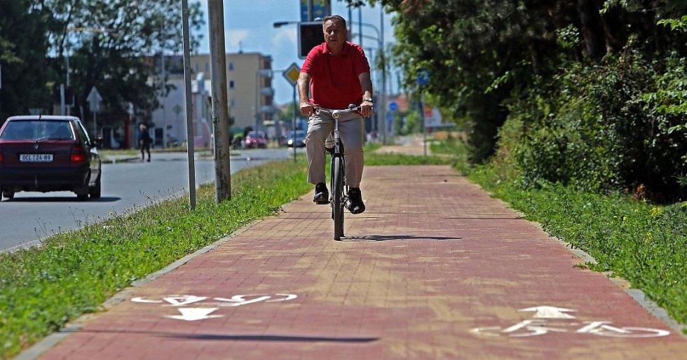Cyklostezka přes olomoucké sídliště Povel - měří 1 340 m a stála 6,4 mil Kč