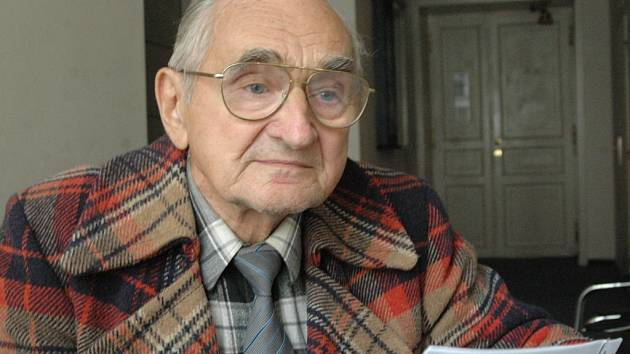 Jiří Machek společně s kolegy z domova důchodců protestuje proti sociálnímu zákonu.