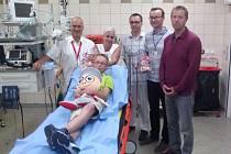 Fakultní nemocnice Olomouc začala v těchto dnech spolupracovat s Nadačním fondem Kryštůfek, který pomáhá dětem zvládat obavy a úzkost v těchto složitých životních situacích.