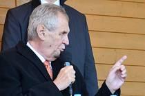 Prezident Zeman na setkání s občany na náměstí v Kojetíně