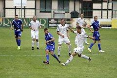Fotbalisté HFK Olomouc (v bílém) porazili Frýdek-Místek 2:0