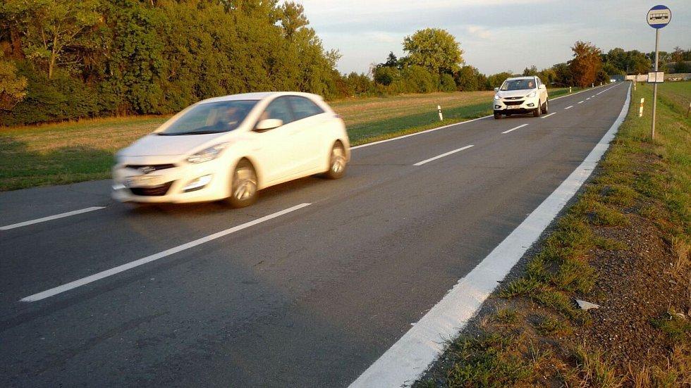 Silnice mezi Olomoucí a Chomoutovem před opravou