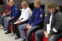Zprava Petr Staňo, Zdeněk Vitásek a Petr Marek u krajského soudu v listopadu 2011