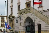 Polská vlajka před olomouckou radnicí