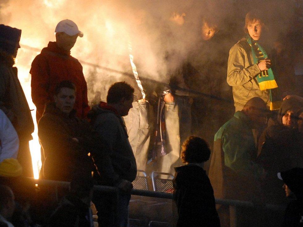 Sektor příznivců ostravského Baníku na Andrově stadionu.