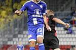 Jakub Petr (v modrém)