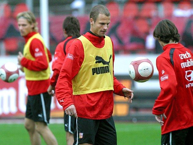 David Rozehnal (uprostřed) by v sobotu ve stoperské dvojici neměl chybět.
