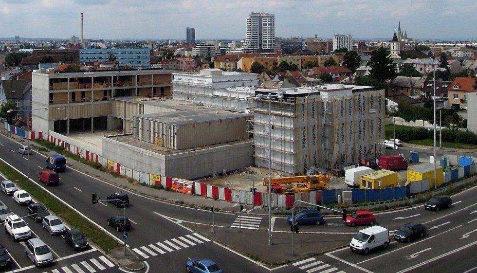 Stavba kasina v Olomouci-Hodolanech - 7. srpna 2014