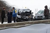 Série nehod na R35 za Křelovem zablokovala hlavní tah Litovel - Olomouc