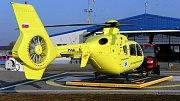 Vrtulník Eurocopter EC135T2 na stanovišti letecké záchranné služby Olomouckého kraje v Olomouci