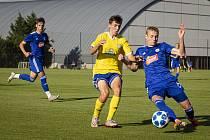 Béčko Sigmy Olomouc (v modrém) v přípravě porazilo Šumperk 4:0.