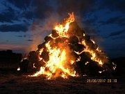 Požár stohu u Želechovic zaměstnal hasiče