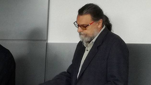 Vladan Mlčoch u krajského soudu v Olomouci