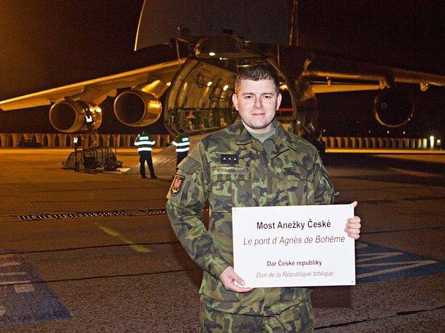 V noci na sobotu odletěl z pardubického letiště velkokapacitní letoun AN-124 Ruslan, na jehož palubě byla mostová souprava, kterou Česká republika poskytla do Středoafrické republiky formou humanitárního daru.