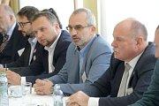 Zprava: Ladislav Okleštěk (ANO), Roman Váňa (ČSSD), Marian Jurečka (KDU-ČSL), Aleš Jakubec (TOP09). Debata Deníku s lídry politických stran v salonku Městského domu v Přerově
