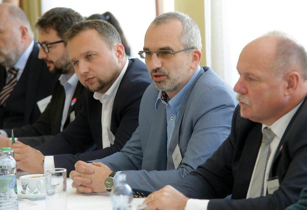 DENÍK BUS - debata v salonku Městského domu v Přerově. Zprava Ladislav Okleštěk (ANO), Roman Váňa (ČSSD), Marian Jurečka (KDU-ČSL), Aleš Jakubec (TOP09)