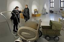 Výstava kočárků v prostorách budoucí Expozice času