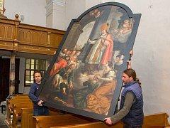 Stěhování obrazu sv. Valentýna z kaple kostela sv. Michala do Arcidiecézního muzea