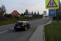 Auta na průjezdu Droždínem zpomalí rondel