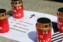 K uctění památky českých vojáků zabitých v Afghánistánu se v pátek odpoledne sešla na Žižkově náměstí v Olomouci desítka lidí