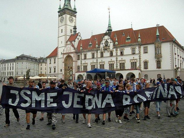 Fanoušci fotbalového týmu SK Sigma Olomouc uspořádali pochod z Horního náměstí na Andrův stadion