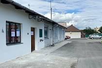 Odběrové místo se v Nemocnici AGEL Šternberk nachází pod pavilonem G (LDN) vedle parkoviště u brány 2
