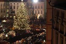 Na náměstí svítí Mašlička