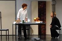 V rolích Asji a Tamary uvidíte Vlastu Hartlovou (vlevo) a Naděždu Chrobokovou.