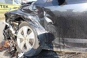 Srážka tří aut na křižovatce Okružní a Hněvotínské ulicie v Olomouci