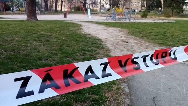 Uzavřené dětské hřiště v Čechových sadech v Olomouci