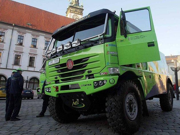 Závodní kamion pro Rally Dakar na olomouckém Horním náměstí