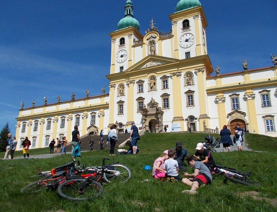 Nedělní odpoledne u baziliky na Sv. Kopečku u Olomouce, 9. května 2021