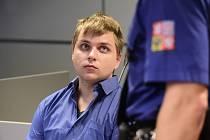 Miroslav Vepřek u krajského soudu v Olomouci. Je  obžalovaný z vraždy muže, jehož tělo se našlo na faře v Chudobíně