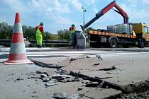 Prasklá silnice na R35 z Olomouce na Lipník
