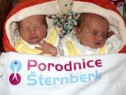 Rozálie a Anežka Hudákovy, Litovel, narozeny 24. března ve Šternberku, míra 46 a 46 cm, váha 2610 a 2330 g