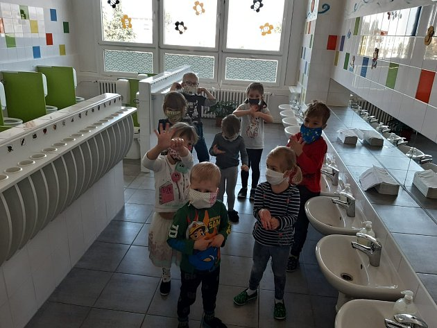 Děti ve FZŠ a MŠ Holečkova 10Olomouc.