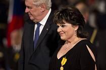 Leticie Vránová – Dytrychová, zvonařka ze slavné dílny z Brodku u Přerova, převzala od prezidenta na Pražském hradě státní vyznamenání