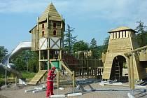 Stavba nového dětského hřiště v Loučné nad Desnou