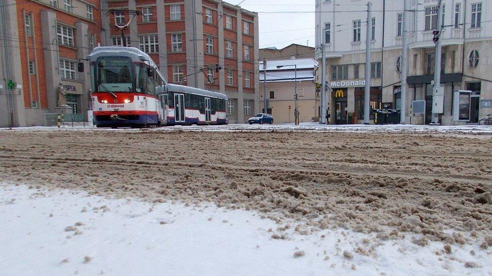 Náměstí Hrdinů v Olomouci, ráno v pondělí 8. února 2021
