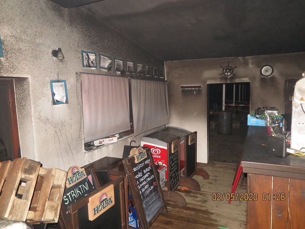 V noci vyhořela restaurace na Poděbradech.