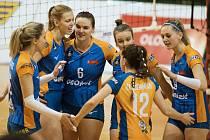 Olomoucké volejbalistky (v modrém) porazily Královo Pole 3:0.