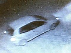 Záběry podezřelého auta z průmyslové kamery
