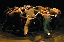 Ve středu 7. května se na festivalu Labyrinty herectví představí Univerzita Kaposvár z Maďarska s taneční inscenací na motivy Svěcení jara od Igora Stravinského.
