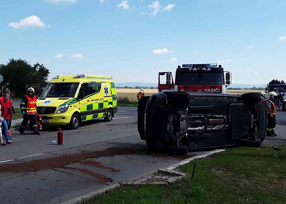 Celkem pět  zraněných včetně tří dětí si vyžádala dopravní nehoda v Drahanovicích na Olomoucku. Na křižovatce u vjezdu do obce se ve středu okolo 10 dopoledne střetla tři auta. Zranění byla naštěstí lehká. autor foto: HZOSL