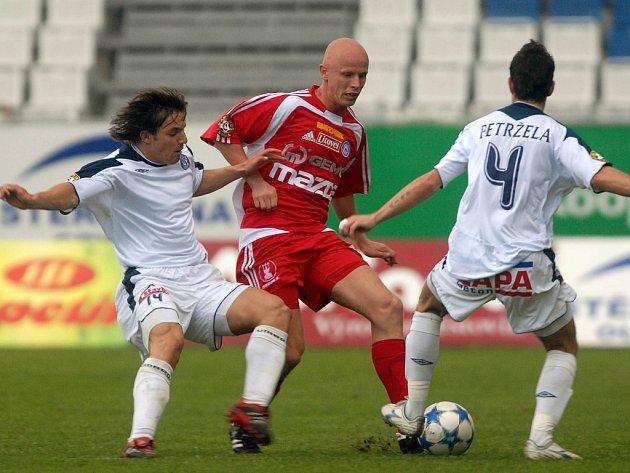 Milana Ivanu (vlevo) láká Sigma.