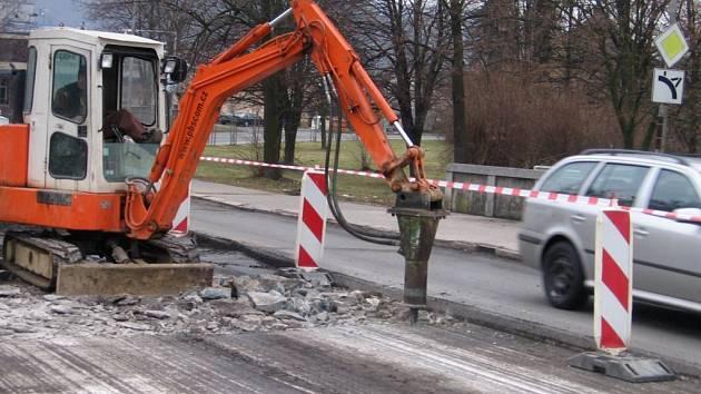 Opravy mostu přes Bečvu v Hranicích