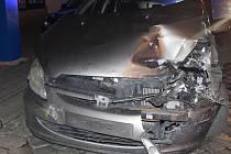 Dopravní nehoda tramvaje a osobní automobilu peugeot se stala ve středu kolem 9. hodiny večer.