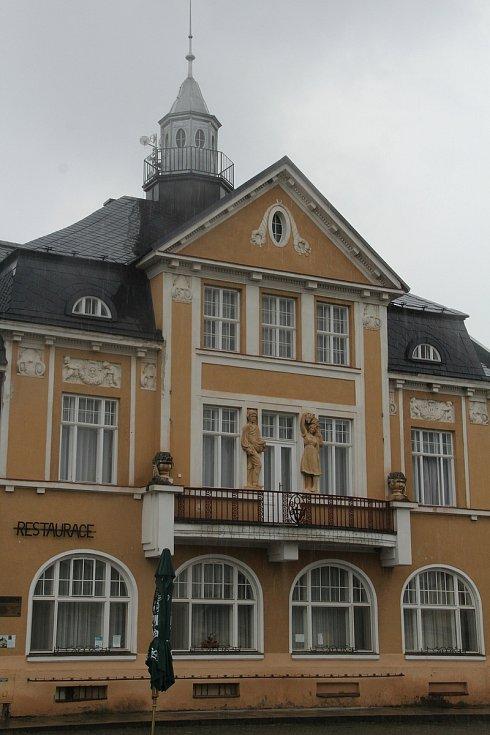 Příkazy - Záložna s restaurací, ubytovnou a kulturním sálem
