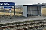 Místní trať z Litovle využívají zejména nákladní vlaky mířící do nedaleké společnosti Vápenka Vitoul, osobní vlaky do Mladče vozí lidi jen o letních víkendech