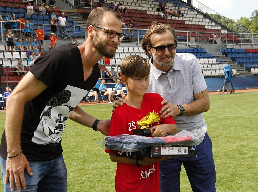 Hráči ZŠ Sluneční Šumperk ovládli 22. ročník McDonald's Cupu.Nejlepší střelec Daniel Smékal ze Šumperku